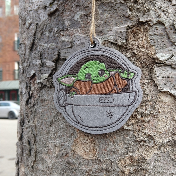 Star Wars Other - Small green alien baby in pod inspired  Ornament
